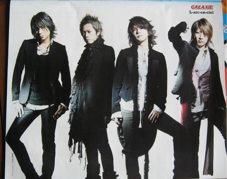 And now there's a poster of L'Arc-en-Ciel in Galaxie magazine~!